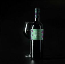 红酒葡萄酒标签样机高脚杯效果图