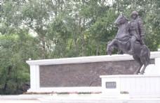 雷炎烈士雕像